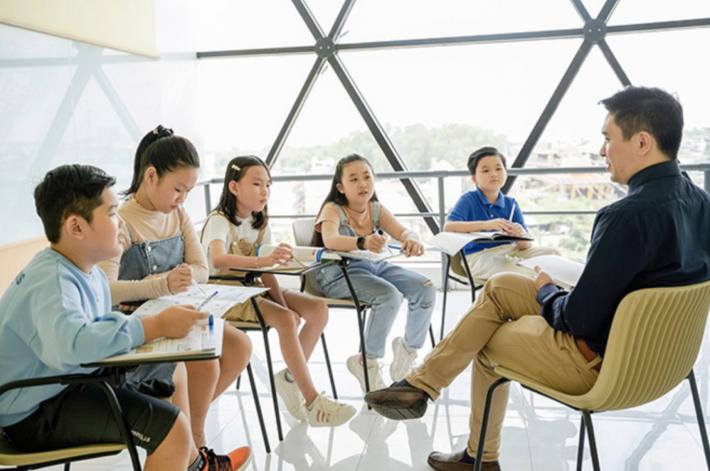 Học tiếng Anh với người nước ngoài tại Trung tâm Anh ngữ Triangle English – Quận 9