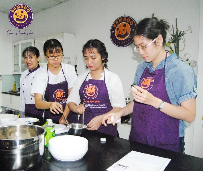Học làm bánh ở TPHCM - Bamboo Education