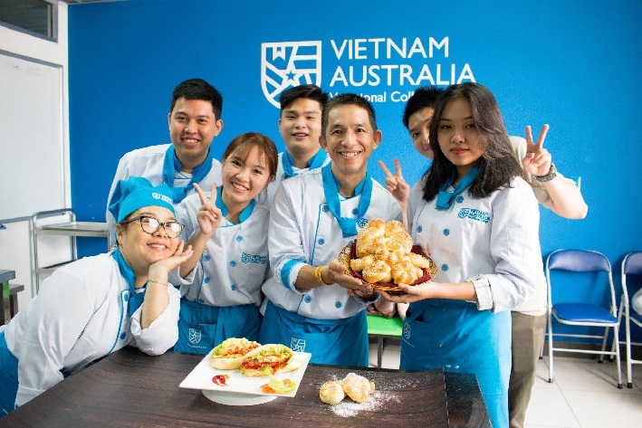 Học làm bánh ở TPHCM - Quản lý khách sạn Việt Úc