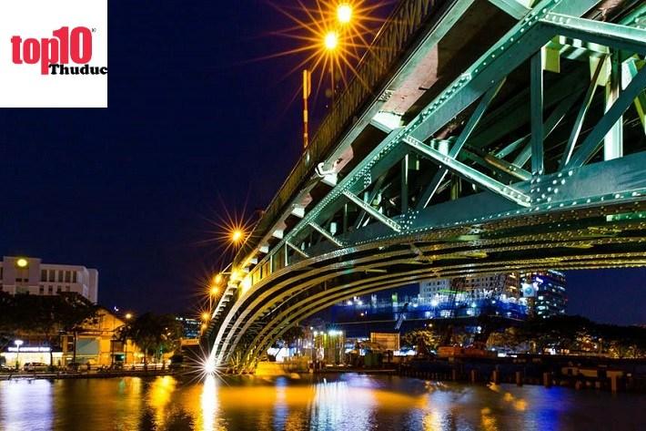 Cầu Mống Sài Gòn về đêm