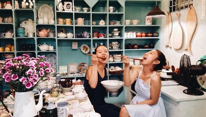 Cửa hàng gốm sứ tại TPHCM - Nhà có hai người Store