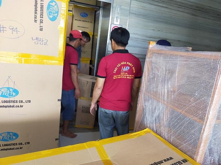 Dịch vụ chuyển nhà Quận 5 - Taxi tải Hòa Phát HCM