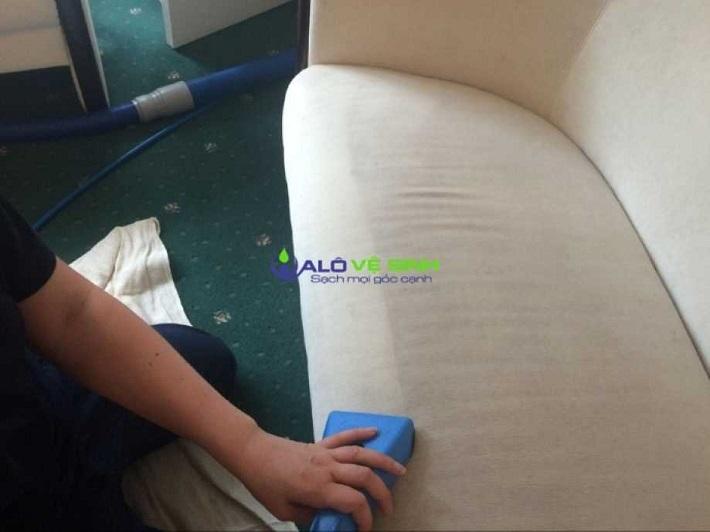 Giặt sofa tại nhà Quận 12 - Dịch Vụ giặt ghế Sofa Alo Vệ Sinh | Nguồn từ trang alovesinh.com