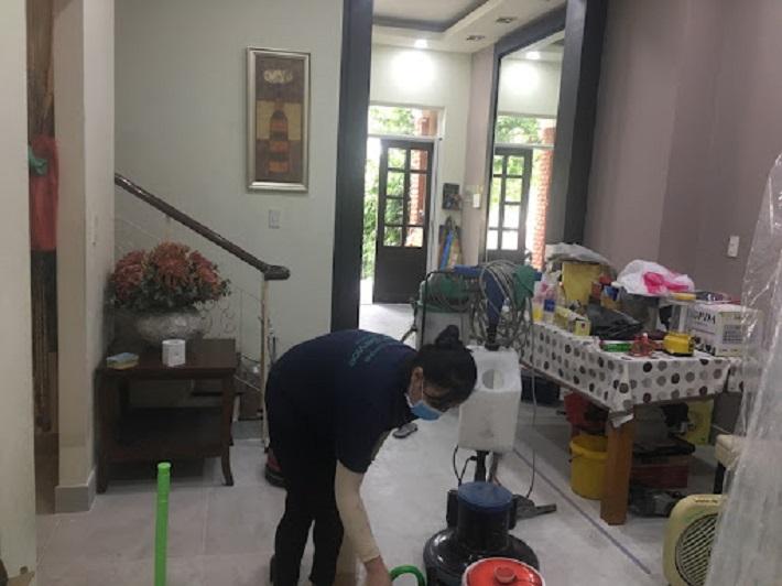 Giặt sofa tại nhà Quận 4 - Hoàng Vũ Phong   Nguồn từ trang vesinhhoangvuphong.com
