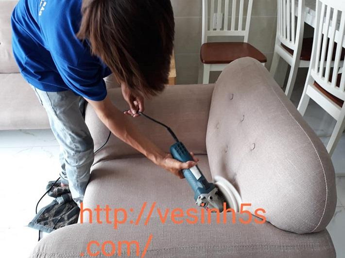 Giặt sofa tại nhà Quận 6 - Dịch vụ giặt ghế sofa 5 SẠCH   Nguồn từ trang vesinh5s.com