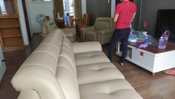 Giặt sofa tại nhà Quận 7 - Hoàng Vũ Phong (Hình minh họa)   Nguồn từ trang vesinhviethouse.com