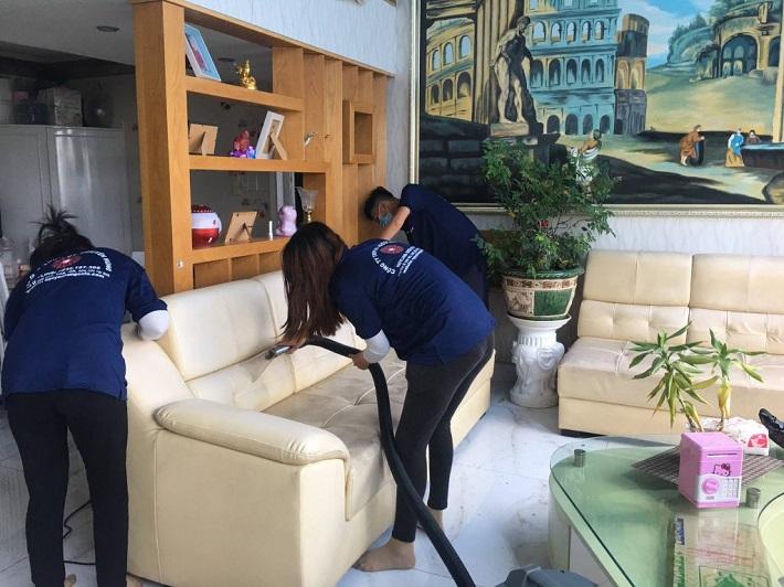 Giặt sofa tại nhà Quận 7 - Công Ty TNHH Dịch Vụ Nguyên Hùng   Nguồn từ trang nguyenhungsofa.com