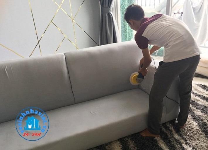 Giặt sofa tại nhà Phú Nhuận - Dịch vụ vệ sinh Nhà Việt   Nguồn từ trang vesinhnhaviet.vn