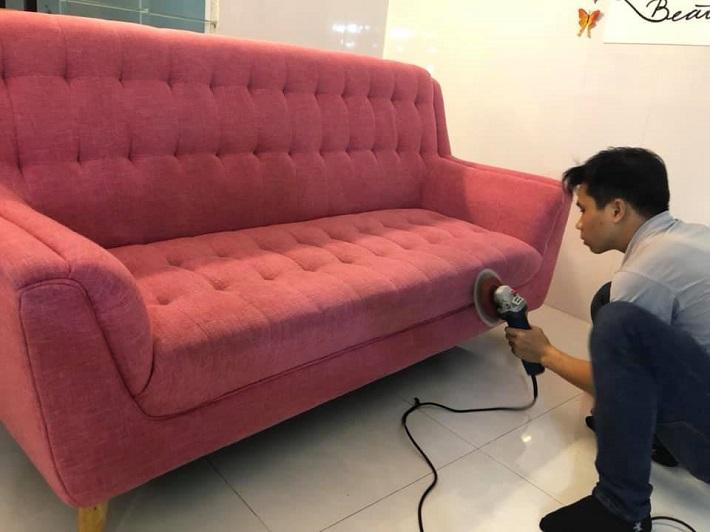 Giặt sofa tại nhà Quận Tân Phú - Công Ty vệ sinh công nghiệp Phạm Gia   Nguồn từ trang vesinhviet.vn